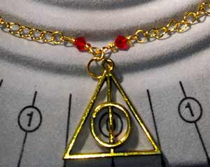 Harry Potter - Deathly Hallows Necklace - Gold